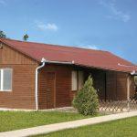 Gartenhaus mit braunen Bitumenwellplatten