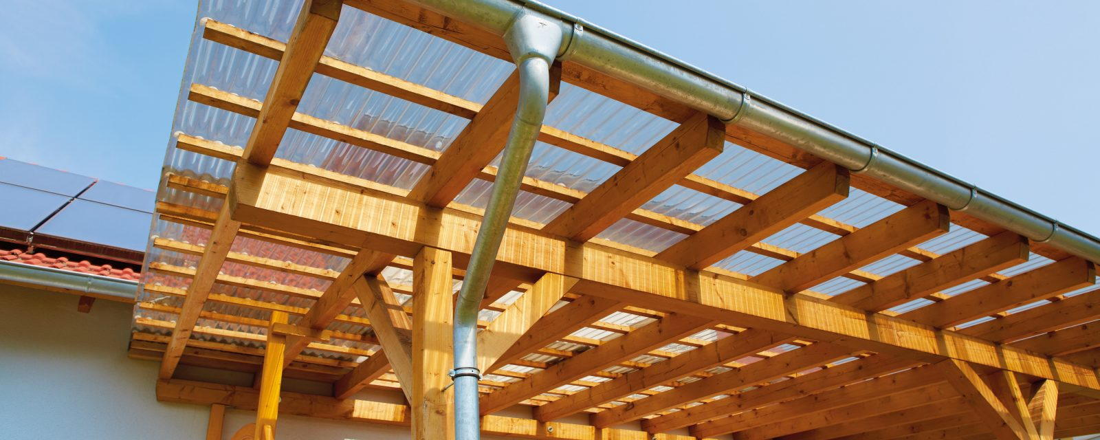 Balkonüberdachung mit Acryl Wellplatten klar